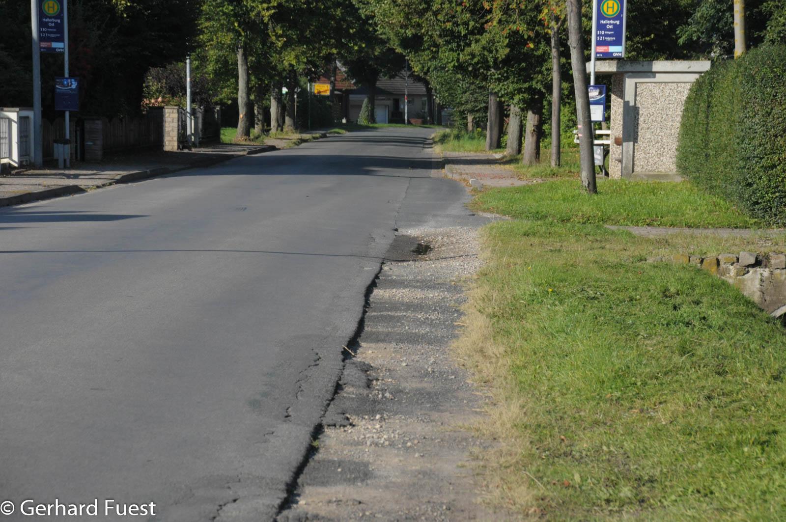 Der Seitenstreifen der Hallerburger Straße ist extrem ausgefahren